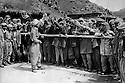 Iraq 1974 <br /> The resumption of hostilities, conscripts ready to join the Kurdish army  <br /> Irak 1974 <br /> La reprise de la lutte arm&eacute;e, les conscrits se bousculent pour rejoindre les rangs des peshmergas