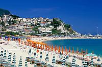 ITA, Italien, Marken, Numana: Badestrand an der Riviera del Conero | ITA, Italy, Marche, Numana: beach at Riviera del Conero