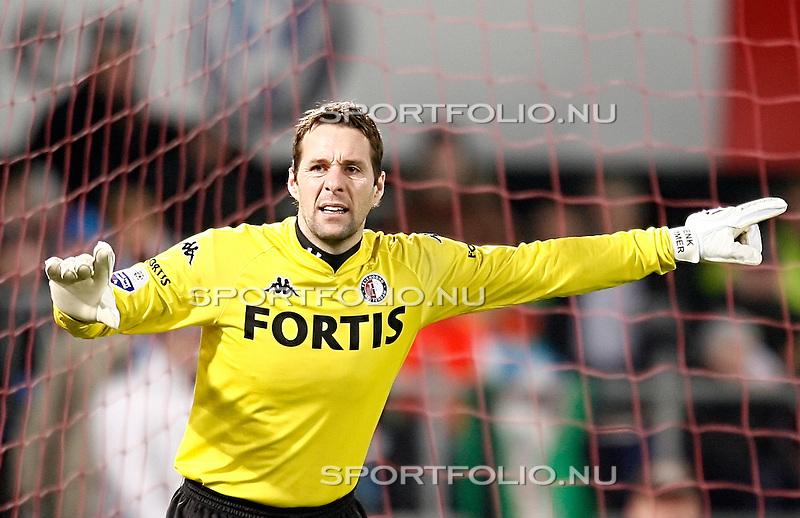 Nederland, Rotterdam, 12 januari 2008.Eredivisie.Seizoen 2007-2008.Feyenoord-PSV (0-1).Henk Timmer keeper (doelman) van Feyenoord geeft aanwijzingen. .
