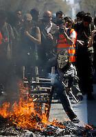 BARCELONA, ESPANHA, 29 DE MARCO DE 2012 - GREVE GERAL NA ESPANHA - Protesto na Praca de Catalunha na regiao central de Barcelona, onde diversos sindicatos e organizacoes nao governamentais protestam contra a crise europeia, e os cortes de emprego, nesta quinta-feira, 29. (FOTO: WILLIAM VOLCOV / BRAZIL PHOTO PRESS).