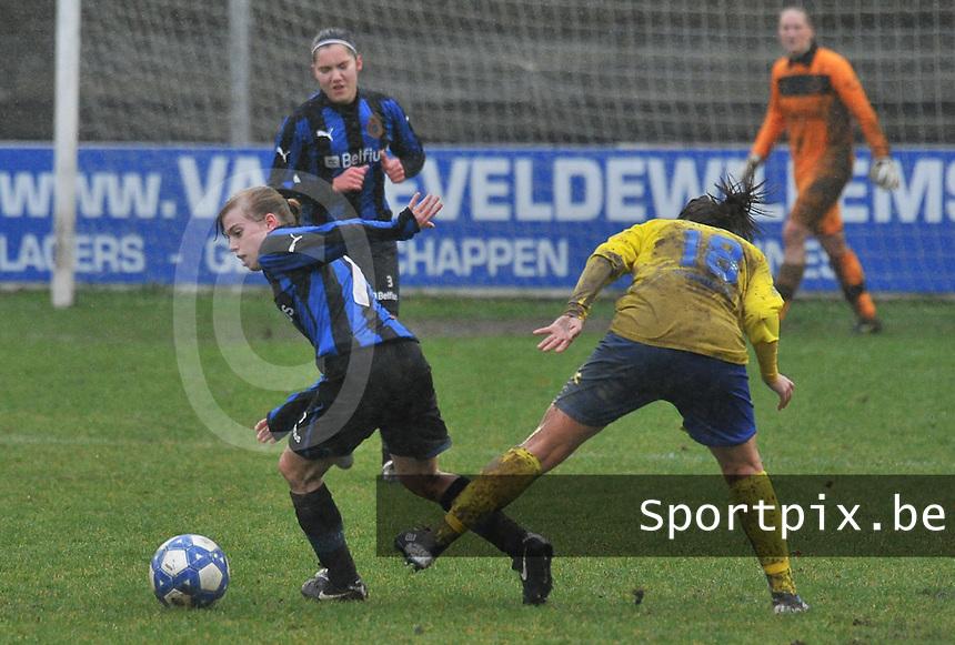 Club Brugge - STVV : Yana Haesebroek aan de bal.foto Joke Vuylsteke / Vrouwenteam.be