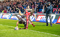Picture by Allan McKenzie/SWpix.com - 26/04/2018 - Rugby League - Betfred Super League - Salford Red Devils v St Helens - AJ Bell Stadium, Salford, England - Regan grace touches down for a try in the corner.