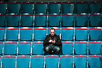 Stockholm 2014-12-01 Ishockey Hockeyallsvenskan AIK - S&ouml;dert&auml;lje SK :  <br /> En ensam man sitter p&aring; l&auml;ktaren i Hovet bland tomma stolar under matchen mellan AIK och S&ouml;dert&auml;lje SK <br /> (Foto: Kenta J&ouml;nsson) Nyckelord:  AIK Gnaget Hockeyallsvenskan Allsvenskan Hovet Johanneshov Isstadion S&ouml;dert&auml;lje SSK supporter fans publik supporters inomhus interi&ouml;r interior