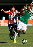 CALI -COLOMBIA-31-08-2014. Frank Fabra (D) del Deportivo Cali disputa el balón con Jorge  Aguirre (I) de Junior  durante partido válido por la fecha 7 de la Liga Postobon II 2014 jugado en el estadio Pascual Guerrero de la ciudad de Cali./  Deportivo Cali player Frank Fabra ( R) fights for the ball with Junior player Jorge  Aguirre (L) during match valid to the 7th date of the Postobon League II 2014 played at Pascual Guerrero stadium in Cali city.  Photo: VizzorImage/STR