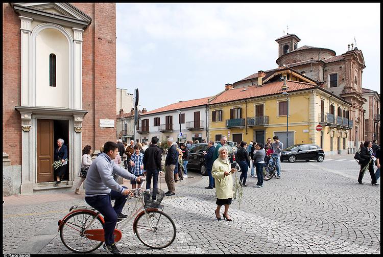 CASELLE TORINESE - Piazza Boschiassi. Domenica delle Palme alla Parrocchia di Santa Maria.