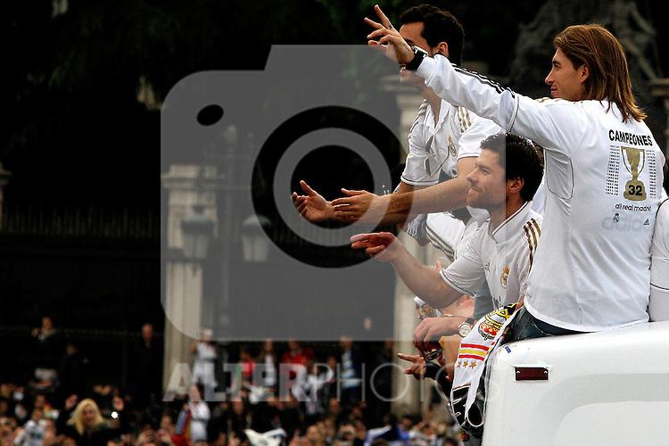 Real Madrid´s Sergio Ramos (r) and Xabi Alonso Champion of La Liga, 2012/May/03..(ALTERPHOTOS/ARNEDO & ALCONADA)