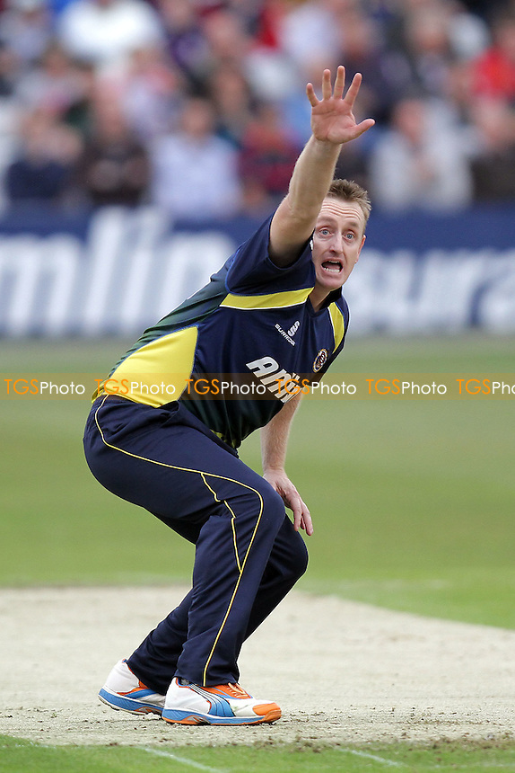 Scott Styris of Essex wears white, orange and blue boots as he appeals for the wicket of Craig Kieswetter - Essex Eagles vs Somerset - Friends Life T20 cricket at the Ford County Ground, Chelmsford - 15/06/11 - MANDATORY CREDIT: Gavin Ellis/TGSPHOTO - Self billing applies where appropriate - Tel: 0845 094 6026