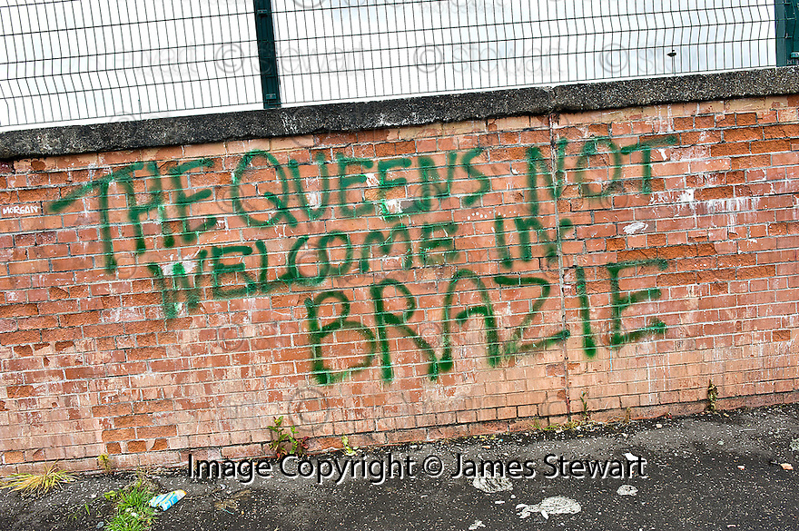 As the Queen prepares to visit Clydebank, some residents of Braes Avenue do not make her feel welcome ......