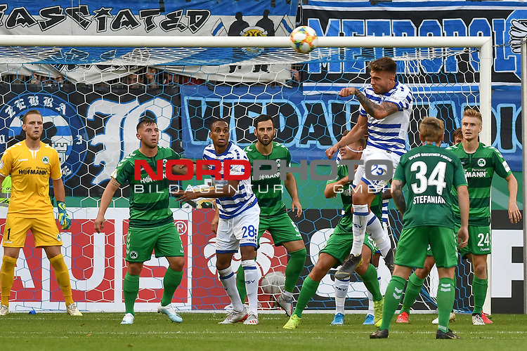 11.08.2019, Schauinsland-Reisen-Arena, Duisburg, GER, DFB-Pokal, MSV Duisburg vs SpVgg Greuther Fuerth, DFL regulations prohibit any use of photographs as image sequences and/or quasi-video<br /> <br /> im Bild Strafraumszene . Torchance von Joshua Bitter (#23, MSV Duisburg) <br /> <br /> Foto © nordphoto/Mauelshagen