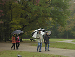Europa, DEU, Deutschland, Nordrhein Westfalen, Niederrhein, Rheinland, Krefeld, Herbst, Stadtwald, Passanten, Spaziergänger, Freizeit, ,           , Kategorien und Themen, Natur, Umwelt, Landschaft, Jahreszeiten, Stimmungen, Landschaftsfotografie, Landschaften, Landschaftsphoto, Landschaftsphotographie, Wetter, Wetterelemente, Wetterlage, Wetterkunde, Witterung, Witterungsbedingungen, Wettererscheinungen, Meteorologie, Wettervorhersage......[Fuer die Nutzung gelten die jeweils gueltigen Allgemeinen Liefer-und Geschaeftsbedingungen. Nutzung nur gegen Verwendungsmeldung und Nachweis. Download der AGB unter http://www.image-box.com oder werden auf Anfrage zugesendet. Freigabe ist vorher erforderlich. Jede Nutzung des Fotos ist honorarpflichtig gemaess derzeit gueltiger MFM Liste - Kontakt, Uwe Schmid-Fotografie, Duisburg, Tel. (+49).2065.677997, schmid.uwe@onlinehome.de, www.image-box.com]