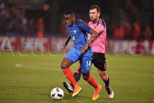 04.06.2016. Stade Saint Symphorien, Metz, France. International football freindly,France versus Scotland.  BLAISE MATUIDI chased down by James McArthur