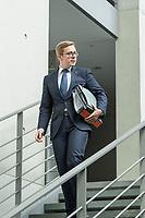 10. Sitzung des &quot;1. Untersuchungsausschuss&quot; der 19. Legislaturperiode des Deutschen Bundestag am Donnerstag den 17. Mai 2018 zur Aufklaerung des Terroranschlag durch den islamistischen Terroristen Anis Amri auf den Weihnachtsmarkt am Berliner Breitscheidplatz im Dezember 2016.<br /> In der Sitzung wurden in einer oeffentlichen Anhoerung als Sachverstaendige zum Thema: &quot;Foederale Sicherheitsarchitektur&quot; u.a. der ehemalige Chef des Bundesamt fuer Verfassungssschutz (Heinz Fromm), der ehemalige Direktor des Bundeskriminalamt (Juergen Maurer) und Rechtswissenschaftler befragt.<br /> Im Bild: Philipp Amthor, Mitglied der CDU im Ausschuss, vor der Ausschusssitzung.<br /> 17.5.2018, Berlin<br /> Copyright: Christian-Ditsch.de<br /> [Inhaltsveraendernde Manipulation des Fotos nur nach ausdruecklicher Genehmigung des Fotografen. Vereinbarungen ueber Abtretung von Persoenlichkeitsrechten/Model Release der abgebildeten Person/Personen liegen nicht vor. NO MODEL RELEASE! Nur fuer Redaktionelle Zwecke. Don't publish without copyright Christian-Ditsch.de, Veroeffentlichung nur mit Fotografennennung, sowie gegen Honorar, MwSt. und Beleg. Konto: I N G - D i B a, IBAN DE58500105175400192269, BIC INGDDEFFXXX, Kontakt: post@christian-ditsch.de<br /> Bei der Bearbeitung der Dateiinformationen darf die Urheberkennzeichnung in den EXIF- und  IPTC-Daten nicht entfernt werden, diese sind in digitalen Medien nach &sect;95c UrhG rechtlich geschuetzt. Der Urhebervermerk wird gemaess &sect;13 UrhG verlangt.]
