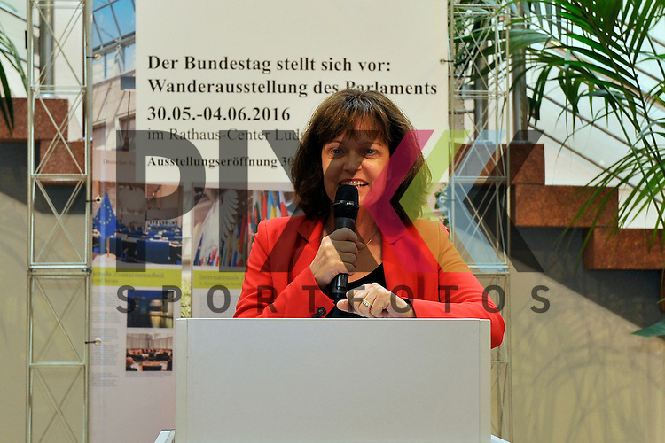 Ludwigshafen am Rhein 30.05.16 Eva Lohse (OB Ludwigshafen) bei der Eroeffnung der Ausstellung des Bundestag.<br /> <br /> Foto &copy; Ruffler *** Foto ist honorarpflichtig! *** Auf Anfrage in hoeherer Qualitaet/Aufloesung. Belegexemplar erbeten. Veroeffentlichung ausschliesslich fuer journalistisch-publizistische Zwecke. For editorial use only. (Bild ist honorarpflichtig - No Model Release!)