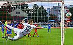 14.07.2017, Stadion Sch&uuml;tzenwiese / Schuetzenwiese, Winterthur, SUI, FSP, FC Winterthur vs VfL Wolfsburg, im Bild Matthias Minder (Winterthur #32) ist geschlagen, Vieirinha (Wolfsburg #8) trifft zum 2:1 Anschluss<br /> <br /> Foto &copy; nordphoto / Hafner