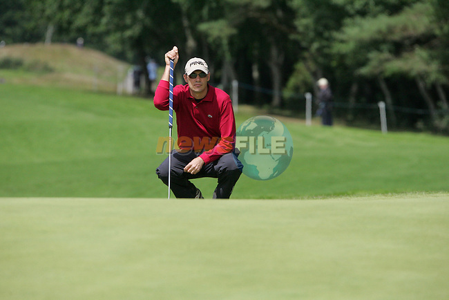 Gregory Havret lines up his putt on his final hole the 9th during the 2nd round of the Smurfit Kappa European Open at The K Club, Strffan,Co.Kildare, Ireland 6th July 2007 (Photo by Eoin Clarke/NEWSFILE)