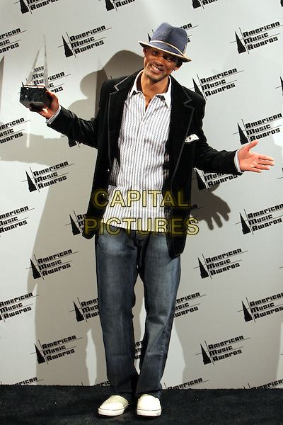 22 November 2005 - Los Angeles, California - Will Smith.  33rd Annual American Music Awards - Press Room held at the Shrine Auditorium.  Photo Credit: Zach Lipp/AdMedia