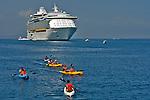 Navio transatlantico de turismo no mar do Caribe. Jamaica. 2006. Foto de Caio Vilela.