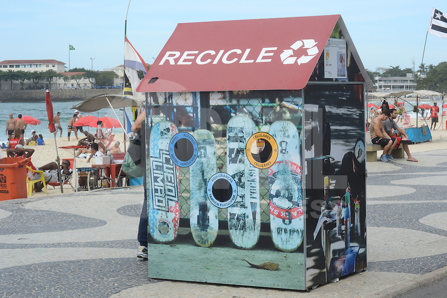 RIO DE JANEIRO-01 DE AGOSTO DE 2012-CASINHA PARA DEPOSITO DE MATERIA RECICLAVEL-Casinha para deposito de materiais reciclaveis, em Copacabana, zona sul do rio nesta quarta feira, 01 de agosto.(FOTO:MARCELO FONSECA/BRAZILPHOTOPRESS