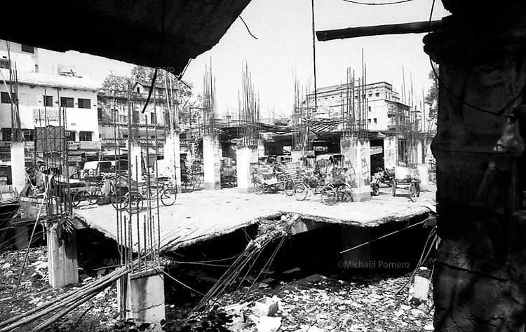 Varanasi (Uttar Pradesh)<br /> <br /> View from fish and meat market of old Varanasi.<br /> <br /> Vue depuis le marché aux poisssons et a la viande du vieux Varanasi.