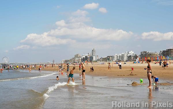 Nederland Scheveningen  2017 .  Een dagje naar het strand.    Foto Berlinda van Dam / Hollandse Hoogte