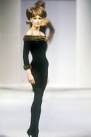 CARLA BRUNI<br /> Herv&eacute; L&eacute;ger, Paris<br /> Autumn-winter 2004-2005<br /> &copy; Guy Marineau/Catwalkpictures/TORDOIR/DALLE
