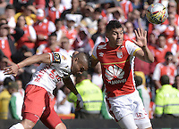 BOGOTÁ -COLOMBIA, 12-09-2015. Yeison Gordillo (Der) jugador de Independiente Santa Fe disputa el balón con Diego Alvarez (Izq) jugador de Patriotas FC durante partido por la fecha 12 de la Liga Aguila II 2015 jugado en el estadio Nemesio Camacho El Campín de la ciudad de Bogotá./ Yeison Gordillo (R) player of Independiente Santa Fe fights for the ball with Diego Alvarez (L) player of Patriotas FC during the match for the 12th date of the Aguila League II 2015 played at Nemesio Camacho El Campin stadium in Bogotá city. Photo: VizzorImage/ Gabriel Aponte / Staff