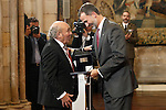 King of Spain Felipe VI (r) hands over the businesmen of the year prize to the Spanish industrialist Jose Antolin. November 23, 2016.(ALTERPHOTOS/Acero)