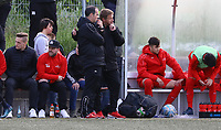 Trainer Driton Kameraj (r., Büttelborn) an der Bank mit Patrick Schröder(l.) - Büttelborn 15.05.2019: SKV Büttelborn vs. Kickers Offenbach, A-Junioren, Hessenpokal Halbfinale