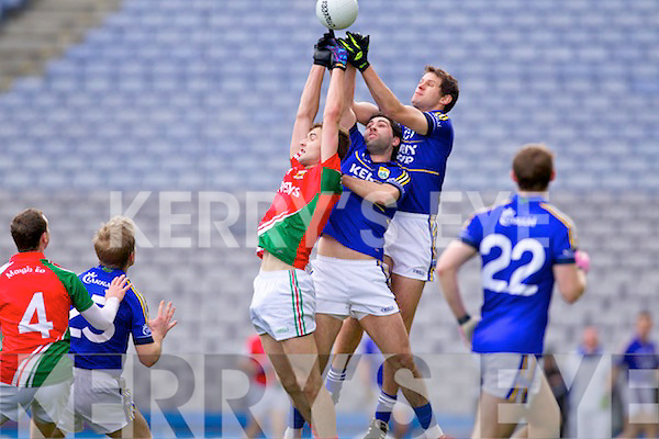 Bryan Sheehan and Eoin Brosnan Kerry in action against Jason Gibbons Mayo in the National Football League Semi Final at Croke Park on Sunday.
