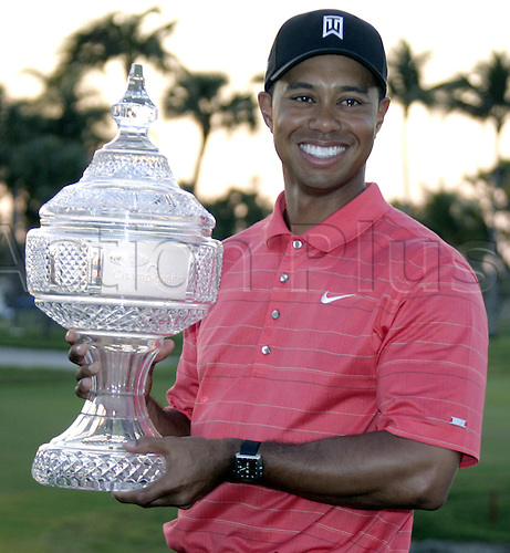 5 March 2006: Portrait of Tiger Woods holding the Doral trophy on the eighteenth green after winning the tournament at 21 under par at the Ford Championship at Doral Country Club, Miami, Florida Photo: Gary Rothstein/actionplus..golf golfer 060305