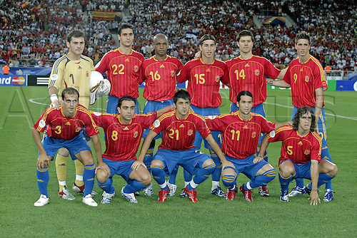 19 June 2006: The Spanish players line up for their team photograph before the Fifa World Cup Group H match between Spain and Tunisia  played at the Gottlieb-Daimler Stadium, Stuttgart. Spain won the game 3-1. Photo: Neil Tingle/actionplus...060619 football soccer player man male pose teamshot