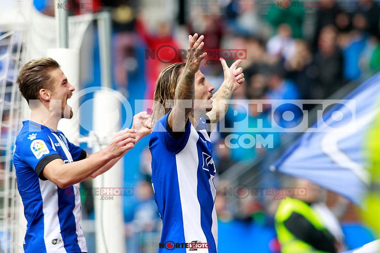 Deportivo Alaves' Alexis Ruano (r) and Christian Santos celebrate goal during La Liga match. October 28,2017. (ALTERPHOTOS/Acero) /NortePhoto.com