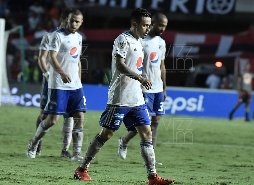 CALI - COLOMBIA, 21-04-2019: Jugadores de Millonarios dejan el campo de juego al medio tiempo durante el partido entre América de Cali y Millonarios por la fecha 17 de la Liga Águila II 2018 jugado en el estadio Pascual Guerrero de la ciudad de Cali. / Players of Millonarios leave the field at halftime during match for the date 17 as part of Aguila League I 2019 between America Cali and Millonarios played at Pascual Guerrero stadium in Cali. Photo: VizzorImage / Gabriel Aponte / Staff