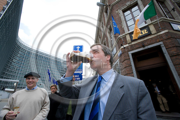 BRUSSELS - BELGIUM - 13 JUNE 2008 -- MEP Nigel FARAGE, (UK - Independence Party), celebrates the outcome of the Irish referendum on the Treaty of Lisbon with a glass of Guinness outside the Brussels Irish kitty O'Shea's Pub, next to the European Commission Building Berlaymont.  Photo: Erik Luntang/EUP-IMAGES