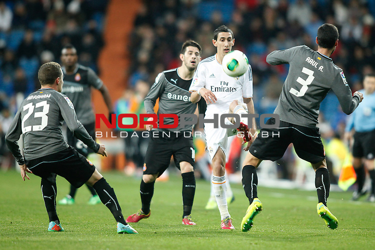 Real Madrid¬¥s Di Maria (R) and Espanyol¬¥s Pizzi (L) during Spanish Copa del Rey (King's Cup) quarterfinal second-leg football match in Santiago Bernabeu stadium in Madrid, Spain. January 28, 2014. Foto © nph / Victor Blanco)