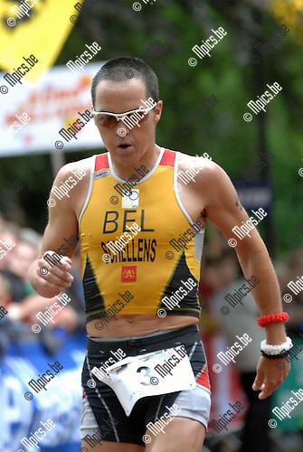 2007-06-24 / Triathlon / Europees kampioenschap triathlon Brasschaat / Elite male / Gerrit Schellens komt opvallend fris aan de finish