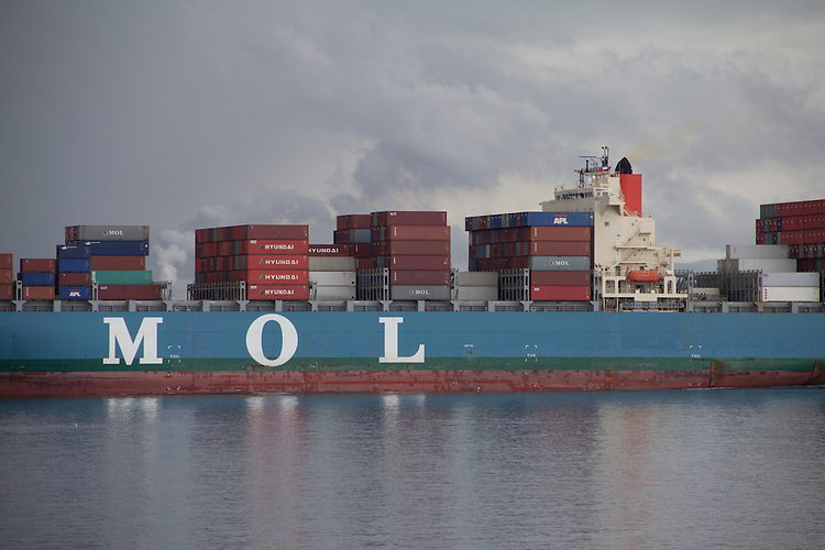 New Panamax container ship, MOL Magnificence, Mitsui OSK Lines ...