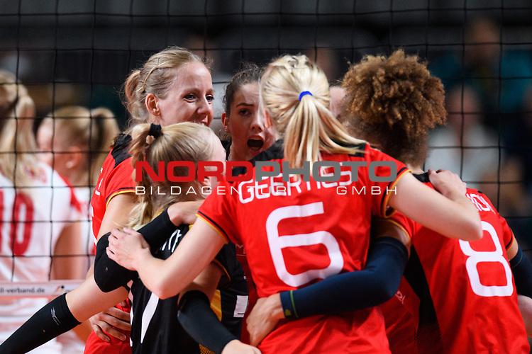 16.08.2019, …VB Arena, Bremen<br />Volleyball, LŠnderspiel / Laenderspiel, Deutschland vs. Polen<br /><br />Anna Pogany (#17 GER), Jana Franziska Poll (#5 GER), Melanie Schšlzel / Schoelzel (#14 GER), Denise Hanke (#3 GER), Kimberly Drewniok (#8 GER), Jennifer Geerties (#6 GER)<br /><br />  Foto © nordphoto / Kurth