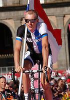 Dutch   cyclist Robert Gesink  of theBlanco   Team  attends his team's presentation for the 96th Giro d'Italia cycling tour at Piazza del Plebiscito in Naples                                                                                                             NAPOLI 03/05/2013 PRESENTAZIONE DEI CORRIDORI DEL 96° GIRO D'ITALIA.NELLA FOTO .FOTO CIRO DE LUCA