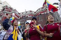LIMA, PER&Uacute; - 18/04/2013. Simpatizantes de Enrique Capriles protestan en exteriores de la embajada de Venezuela. <br /> &copy;ANDINA/MarcoDelR&iacute;o/NortePhoto