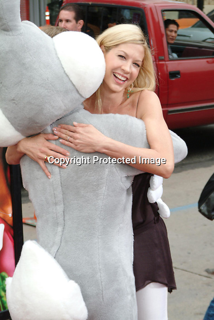 Jenna Elfman with Lonney Tunes Characters<br />&ldquo;Looney Tunes:  Back In Action&rdquo; Film Premiere<br />Grauman's Chinese Theater<br />Hollywood, CA, USA<br />Sunday, November, 09, 2003 <br />Photo By Celebrityvibe.com/Photovibe.com