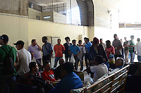 SÃO PAULO, SP, 05 DE JANEIRO DE 2012 -  CONTRATAÇÃO DE MORADORES DE ALBERGUE - Uma parceria entre a Prefeitura de São Paulo e o Seac - Sindicato das Empresas de Asseio e Conservação do Estado de São Paulo, promoveu na manhã desta quinta-feira, 05, a contratação de trabalho de diversos moradores de albergue no Espaço de Convivência - Creas POP Bela Vista. O evento contou com a participação do Prefeito Gilberto Kassab que motivou os novos contratados. FOTO: ALEXANDRE MOREIRA - NEWS FREE.