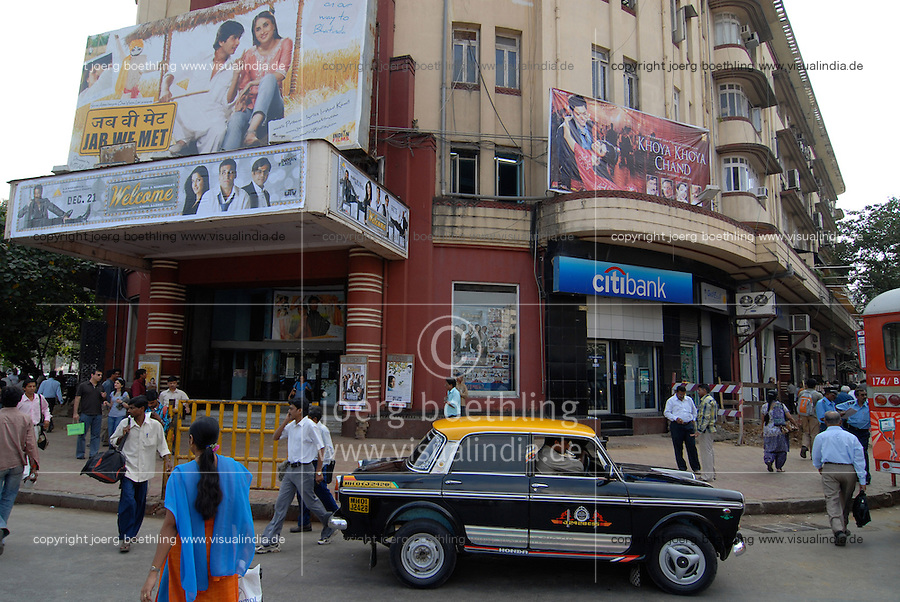 "Asien Indien IND Megacity Mumbai Bombay , Kino mit Bollywood Film Werbung und Citibank Filiale am Churchgate Bahnhof | .South asia India Mumbai , cinema with Bollywood film poster and Citibank - money cash bank film cinema movie .| [ copyright (c) Joerg Boethling / agenda , Veroeffentlichung nur gegen Honorar und Belegexemplar an / publication only with royalties and copy to:  agenda PG   Rothestr. 66   Germany D-22765 Hamburg   ph. ++49 40 391 907 14   e-mail: boethling@agenda-fototext.de   www.agenda-fototext.de   Bank: Hamburger Sparkasse  BLZ 200 505 50  Kto. 1281 120 178   IBAN: DE96 2005 0550 1281 1201 78   BIC: ""HASPDEHH"" ,  WEITERE MOTIVE ZU DIESEM THEMA SIND VORHANDEN!! MORE PICTURES ON THIS SUBJECT AVAILABLE!!  ] [#0,26,121#]"