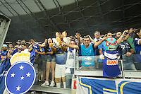 BELO HORIZONTE, MG, 01.12.2013 &ndash; CAMPEONATO BRASILEIRO 2013 &ndash; CRUZEIRO X BAHIA Torcida do Cruzeiro comemorando o titulo de campe&atilde;o Brasileiro 2013  partida durante jogo valido<br /> 37 &ordf; rodada Campeonato Brasileiro 2013, no est&aacute;dio Miner&atilde;o, na tarde deste Domingo (01) (Foto: Marcos Fialho / Brazil Photo Press)