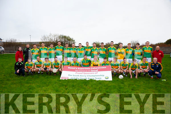 The South Kerry side to take on Dr Crokes in Austin Stack Park this Sunday are pictured front l-r; Will Power, Ian Galvin, Ronan Hussey, Conor O'Shea, Paul O'Sullivan, Graham O'Sullivan, Barry O'Dwyer, Niall O'Shea, Pádraig O'Sullivan, Anthony Cournane, Brian Sugrue, Chris Farrelly, Shane O'Connor, Denis Daly, William Harmon, back l-r; Annemarie Sugrue(Super Valu), Humphrey Shanahan, Oran Clifford, John Curran, Darragh Scanlon, Mathew O'Sullivan, Robert Wharton, Damien Kelly, Mark Griffin, Paulie O'Donoghue, Fionán Clifford, Daniel Daly, Bryan Sheehan, Michael Daly, Daragh O'Sullivan, Anthony Cournane, Brendan O'Sullivan & Will Galvin(Super Valu).