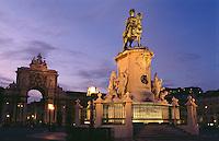 Denkmal König Jose und Triumphbogen  auf Praca do Comercio  in Lissabon, Portugal