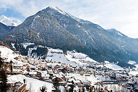 Italien, Sued-Tirol (Alto Adige), St. Leonhard im Passeiertal, das Tal des Tiroler Freiheitskaempfers Andreas Hofer   Italy, Alto Adige (South Tyrol), S. Leonardo in Passiria, Passiria Valley, where Tyrolean Andreas Hofer was born
