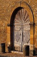 Europe/France/Rhône-Alpes/69/Rhône/Bagnols: Détail de la vieille porte du château