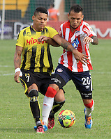 BUCARAMANGA -COLOMBIA-27-02-2014.  Ayron Del (Izq) de Alianza Petrolera disputa el balon contra Juan Dominguez del Atletico Junior  partido por la octava  fecha de la Liga Postob—n 2014-1 realizado en el estadio Alvaro Gomez Hurtado./   Ayron Del (R) of Alianza Petrolera dispute the balloon against Atletico Junior Juan Dominguez  game for the eighth round of the League held in 2014-1 Postob—n Alvaro Gomez Hurtado Stadium.  Photo:VizzorImage / Duncan Bustamante / Stringer