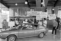 Manifestation de syndiques FTQ   dans le cadre de la greve de employes de RENAULT en France, le 12 juillet 1973<br /> <br /> <br /> PHOTO :  Alain Renaud<br /> - <br />  - Agence Quebec Presse